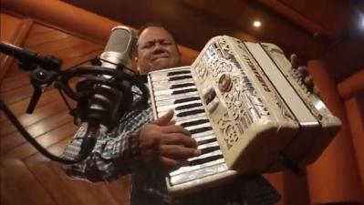 "Juan Treviño releases new music video ""Tiro Al Blanco"""