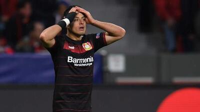 'Chicharito' mantiene su sequía goleadora; falló un penal en triunfo de Leverkusen