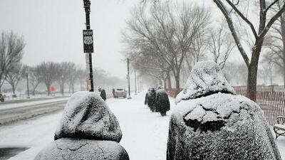 Congestionamiento, accidentes y vuelos cancelados en Chicago por la nieve
