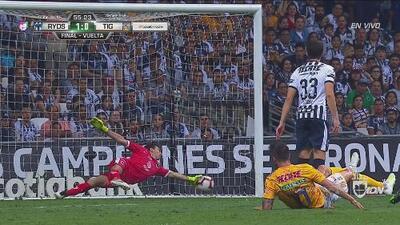 Inmenso Barovero salva a Rayados tras remate de Gignac