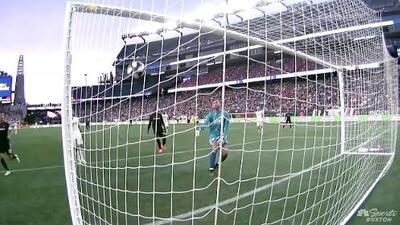¡Joya de Gol! Diego Rossi la baja con el pecho y define de globito