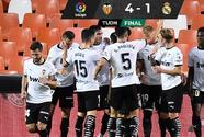 Con triplete de Carlos Soler, Valencia vence al Real Madrid en LaLiga