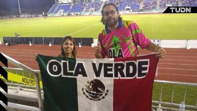 Héctor Herrera regala boletos a fans ignorados en Bermudas