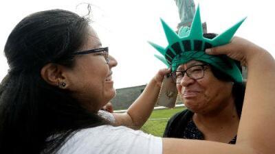 Solo blancos y adinerados: cómo la regla de carga pública puede alterar la demografía de los inmigrantes en EEUU