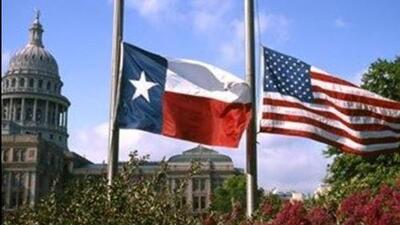 Banderas de Texas ondean a media asta tras tiroteo masivo en El Paso