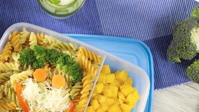 Pasta con verduras y parmesano + mango (Día 11) - Un mes de lunch boxes sanos