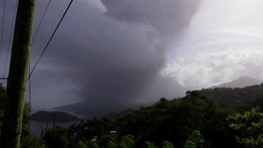 """""""Solo había oscuridad"""": La sobrecogedora explosión del volcán que tapó el sol en la isla de San Vicente"""