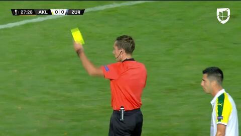 Tarjeta amarilla. El árbitro amonesta a Hekuran Kryeziu de Zürich