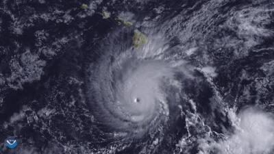 El huracán Lane baja a categoría 3, pero puede provocar devastadoras inundaciones en Hawaii