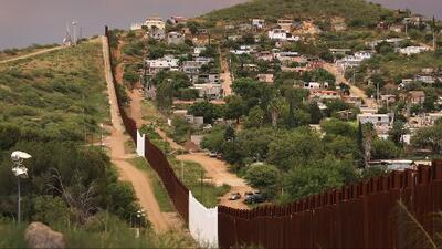 ¿Qué piensan los candidatos al 7 distrito congresional de Texas sobre la construcción del muro fronterizo?