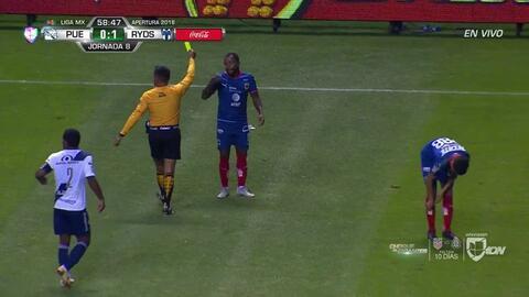 Tarjeta amarilla. El árbitro amonesta a Eric Cantú de Monterrey