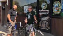 Un concejal de Chicago recorre en bicicleta sus barrios para escuchar a sus residentes