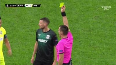 Tarjeta amarilla. El árbitro amonesta a Marcus Berg de FK Krasnodar