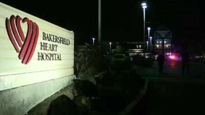 Oficiales balean a sujeto afuera de hospital en Bakersfield