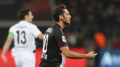El TAS suspende cuatro meses a compañero de 'Chicharito' en el Bayer Leverkusen