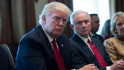 Trump apoda 'Mr. Magoo' al fiscal Sessions la misma semana que Melania anuncia campaña antibullying