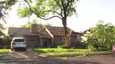 Así quedó la casa de una familia en Austin luego de que un rayo impactara un árbol por segunda ocasión
