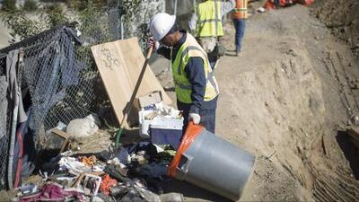"""Los Ángeles anuncia """"cero tolerancia"""" con los negocios que arrojan basura ilegalmente a las calles"""