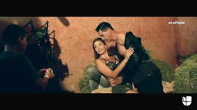 Natasha Domínguez te platica cómo ha preparado sus apasionadas escenas con Mauricio Aspe en 'La piloto'