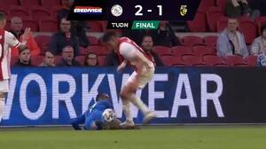 Edson Álvarez fue expulsado con el Ajax por espantoso pisotón