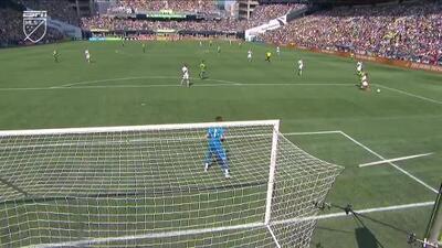 'Nico' Lodeiro aterroriza defensa del Galaxy y provoca autogol para el 3-0 de Seattle