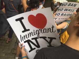 En fotos: Cientos de neoyorquinos piden a senador Schumer el cierre de los centros de detención de inmigrantes