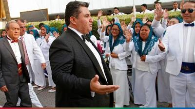 Comparándolo con el mismísimo Jesucristo, los feligreses de La luz del Mundo defienden a pastor arrestado