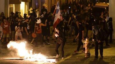 Gases lacrimógenos y enfrentamientos: caos en Puerto Rico por la opresión de las protestas