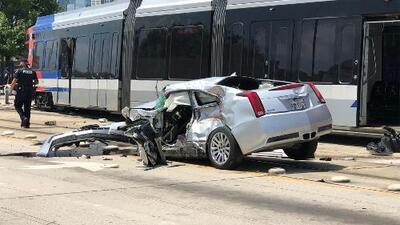 Investigan choque entre tren ligero y automóvil cerca del centro de Houston