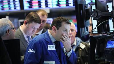 La Bolsa de Nueva York vuelve a sufrir una caída estrepitosa de más de 1,000 puntos