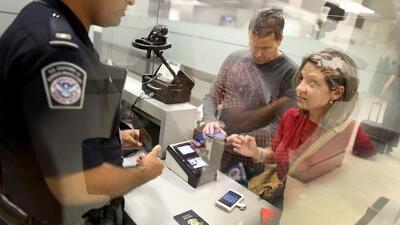 Agente fronterizo traficó droga en aeropuertos de California y pasará más de 12 años en prisión