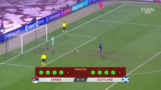 ¡GOOOL! Kenneth McLean anota para Escocia.