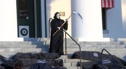 También asistió una persona vestida de la muerte.