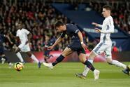 Soccer Football - Ligue 1 - Paris St Germain vs RC Strasbourg - Parc des Princes, Paris, France - April 7, 2019 Paris St Germain's Juan Bernat shoots at goal REUTERS/Benoit Tessier