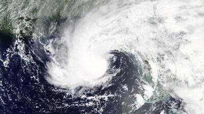 Un presentador de noticias y un camarógrafo mueren tras la caída de un árbol por la tormenta subtropical Alberto