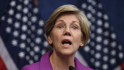 La senadora Elizabeth Warren exige respuestas a ICE sobre abuso del confinamiento solitario para encerrar a inmigrantes