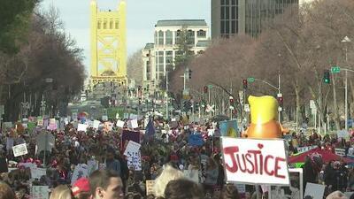 Miles de personas recorrieron las calles del centro de Sacramento en la Marcha de las Mujeres