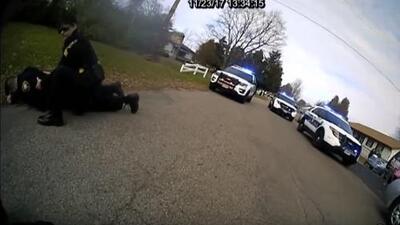 En video: Oficial dispara su pistola taser contra su compañero por error