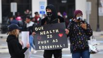 ¿En qué consiste la ley 'NY Hero Act' que protege a los trabajadores de Nueva York contra el covid-19?