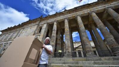 Colombia vota en la segunda vuelta de unas polarizadas elecciones presidenciales