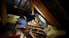 ¿Qué opciones tienen los inquilinos que continúan sin agua potable y sin luz debido a la tormenta invernal?