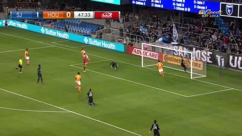 Tomás Martínez aprovecha un desvío defensivo y anota el empate para Houston