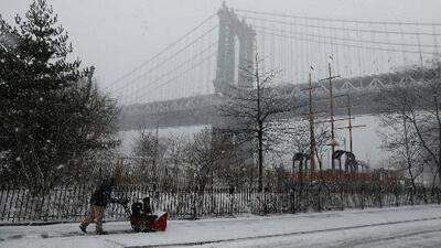 La región de Nueva York amanece nevada y la tormenta se intensificará durante el transcurso del día