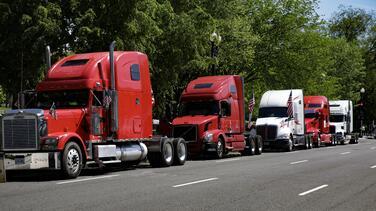 Empresa de Texas ofrece a conductores $14 mil por semana. Te explicamos cómo aplicar al trabajo