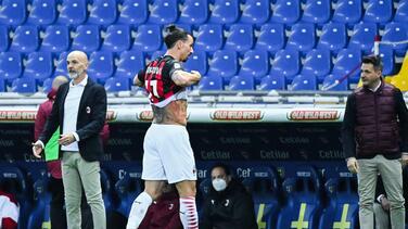 ¿Peligra la Euro? Zlatan sale con lesión de rodilla en el partido ante Juventus