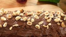 Panqué de dátiles con avellanas y crema de cacao