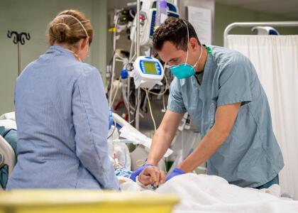Las autoridades sanitarias de California están reportando un aumento en las hospitalizaciones en varios condados debido al coronavirus.