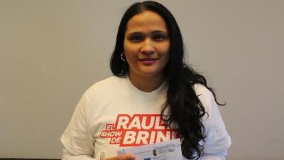 Ganando en Estereo Latino 102.9 con el Show de Raul Brindis en Houston