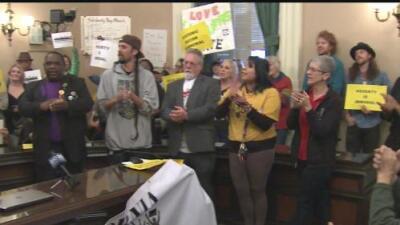 Decenas se reúnen en el Capitolio de California para abogar por las familias más necesitadas