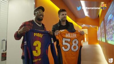 Encuentro de cracks: Von Miller, el MVP del Super Bowl 50, intercambió playeras con Piqué